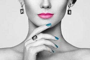 portrait-beautiful-woman-with-jewelry-DC3SPHM (1)
